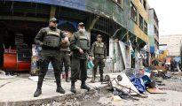 """Fotografía del 30 de mayo, de un operativo para desalojar el """"Bronx"""", en Bogotá (Colombia)."""