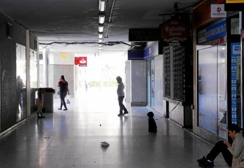 Los hechos ocurrieron en el centro comercial San Ignacio de Loyola, en el distrito de Carabanchel Leer más: Brutal paliza por llevar una bandera de España.