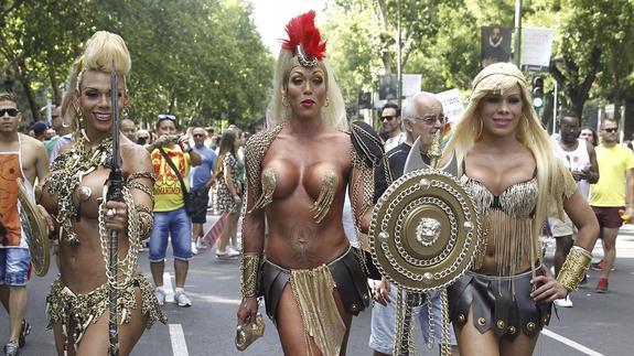 """Imagen del desfile del Orgullo Gay, """"una fiesta de interés general"""", según Carmena."""