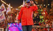 Diego Maradona en el cierre de campaña de Nicolás Maduro previo a las elecciones presidenciales en Venezuela de 2013.