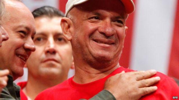 Diosdado Cabello junto al general Hugo Carvajal. Detrás, Tareck el Aissami.