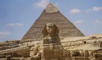 La Gran Esfinge junto con las pirámides de Giza.