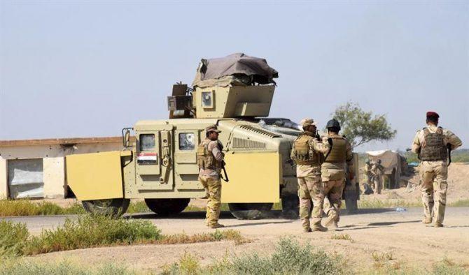 Soldados iraquíes toman posiciones en la localidad de Ramadi, en las inmediaciones de la ciudad de Faluya, el pasado 23 de mayo.