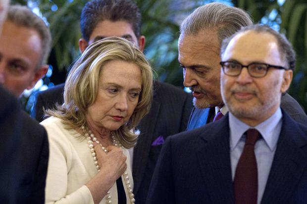 Hillary Clinton y el ministro saudí de Exteriores, Saoud Al-Faysal.