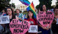 """Manifestación contra la """"homofobia"""" tras el atentado de Orlando. Ninguna referencia al terrorismo islámico."""