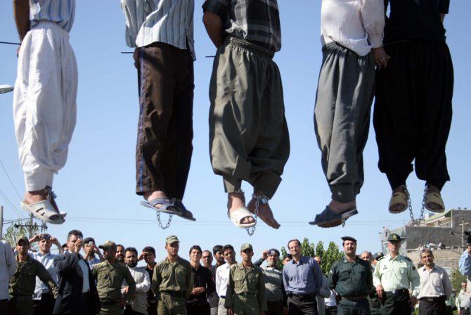 Homosexuales ahorcados en Irán.