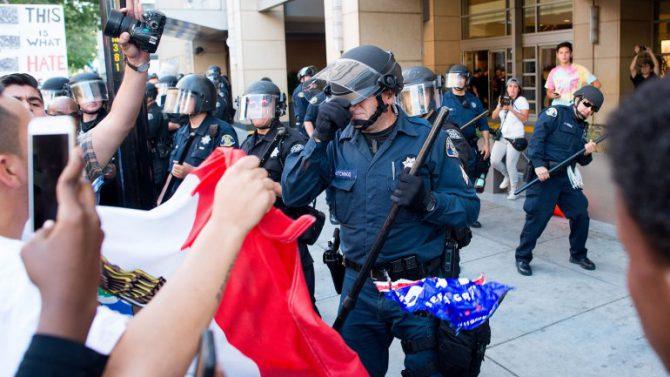 Los manifestantes portaron banderas mexicanas.
