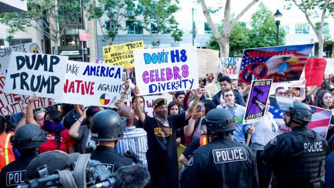 En la imagen, manifestantes anti-Trump.