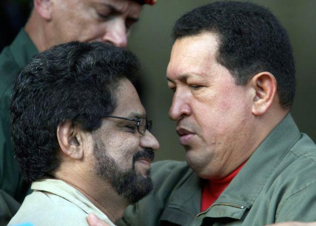 Hugo Chávez y el mando de las FARC Iván Márquez en una imagen del 2007 en el palacio presidencial de Miraflores.