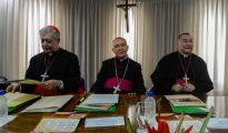 El arzobispo de Caracas, cardenal Jorge Urosa Savino (i).