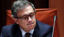 Jordi Pujol Ferrusola, hijo mayor del expresidente de la Generalitat Jordi Pujol, durante su comparecencia ante la comisión de investigación del Parlament sobre el fraude fiscal, en la que también han comparecido sus padres, para dar explicaciones por su fortuna oculta durante 30 años en Andorra.