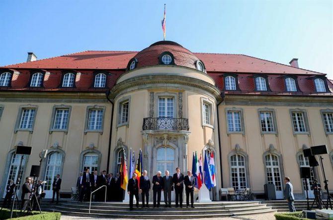 Los ministros de Exteriores de los seis países fundadores de la Unión Europea (UE) se reunieron hoy en Berlín, a invitación de Alemania, para empezar a pergeñar el futuro del bloque sin el Reino Unido.