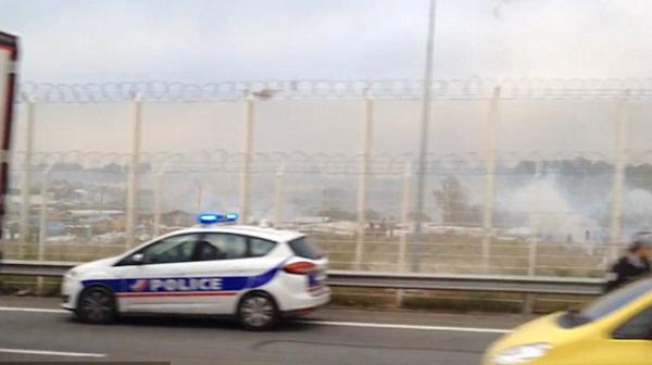 La policía de Francia debió arrojar gases lacrimógenos