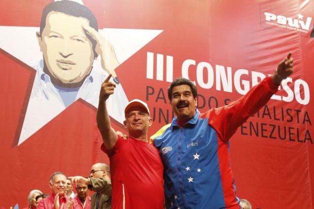 Hugo Carvajal junto a Nicolás Maduro luego de que el militar fuera devuelto por Aruba