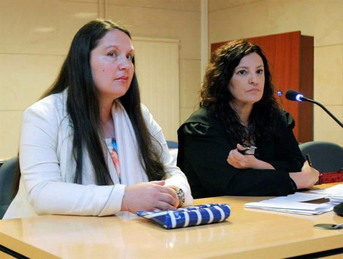 La mujer de nacionalidad chilena y residente en Alemania, Marisol Fabiola Raue Ortega, acusada de dar muerte a su bebé de seis meses en la habitación de un hotel de Santiago de Compostela, compareciendo en la jornada de ayer.