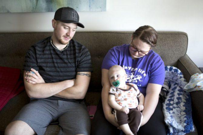 Bentley y sus padres, después de la operación.