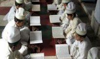 Niños leyendo el Corán.