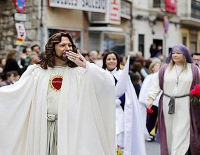 Las burlas blasfemas contra los cristianos son habituales en las concentraciones de gays.