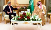 El príncipe saudí Mohamed ben Salman, con el secretario de Estado de EEUU, John Kerry, en Riad, Arabia Saudí, el 7 de mayo de 2015. (Imagen: Departamento de Estado de EEUU).