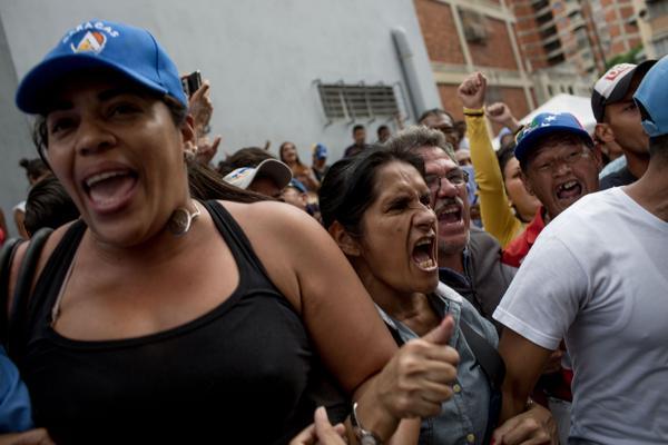 Las protestas del hambre en Venezuela se multiplican mes a mes. La política del hambre está matando a los venezolanos ante la impericia del Gobierno de Maduro (Washington Post)