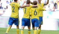Los jugadores de la selección sueca (de i a d), Mikael Lustig, Sebastian Larsson, Emil Forsberg y Zlatan Ibrahimovic.