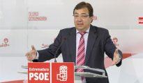 El secretario general del PSOE de Extremadura y presidente de la Junta, Guillermo Fernández Vara, durante la rueda de prensa que ha ofrecido para analizar los resultados electorales de las elecciones del 26J.