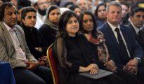 Sayeedah Hussain Warsi, baronesa de Warsi, participa en un acto de homenaje a la diputada laborista asesinada Joanne Cox en Batley (norte de Inglaterra), 17 de junio de 2016.
