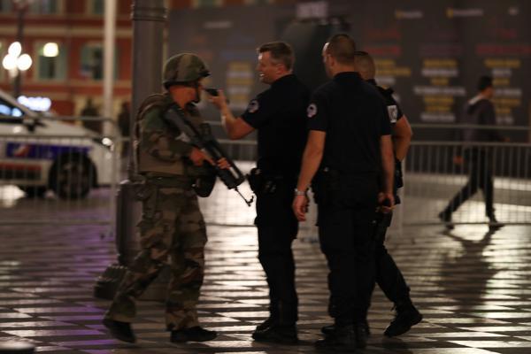 El presidente francés extendió el estado de emergencia por tres meses