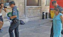 La supuesta agresora, de 46 años, con el vestido manchado de sangre, ayer en los juzgados de Palma.