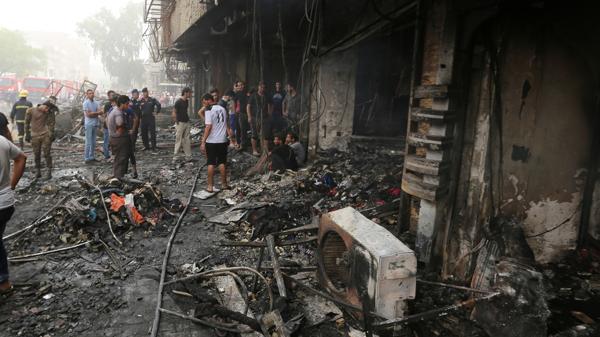 Este lugar de Bagdad alcanzado por el ataque del Estado Islámico quedó totalmente destruido.