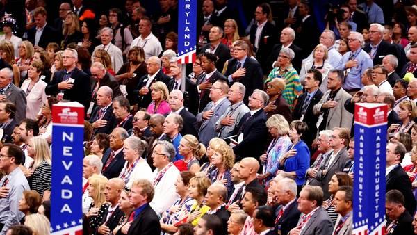 Miles de republicanos asistieron ayer a la apertura de la Convención de su partido que nominará como candidato a Donald Trump.