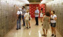 Visitantes en la Caja de la Letras del Instituto Cervantes de Madrid.