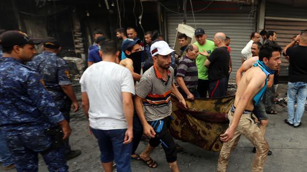 Muchos de los muertos son niños, y la explosión afectó a tiendas de ropa y celulares cercanas.