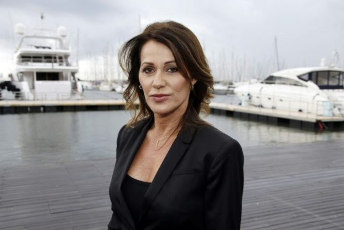 La exgimnasta Nadia Comaneci posa en Cannes, Francia, el 14 de octubre de 2014.