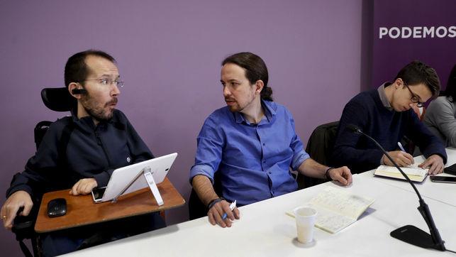 Pablo Iglesias, entre Pablo Echenique e Íñigo Errejón durante un Consejo Ciudadano de Podemos.