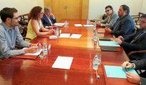 Representantes de Baleares y Cataluña y de la nueva comisión, encabezados por Cladera y Junqueras.