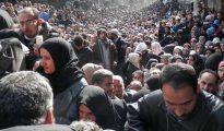 Miles de refugiados musulmanes pretendiendo entrar en territorio europeo.