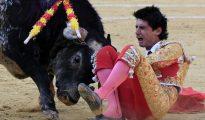 El gesto del dolor del torero en el momento de la fatal cornada