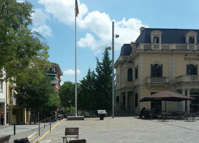 Estelada en la plaza Lluís Millet de Sant Cugat.