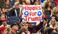 Un hispano en apoyo del candidato republicano Donald Trump.