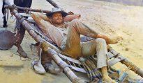 """Terence Hill, en una inolvidable secuencia de la película """"Le llamaban Trinidad""""."""
