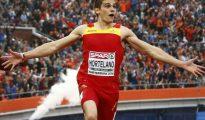 El atleta español Bruno Hortelano compite durante los 200 metros del Campeonato Europeo de Atletismo, el 8 de julio de 2016 en Ámsterdam
