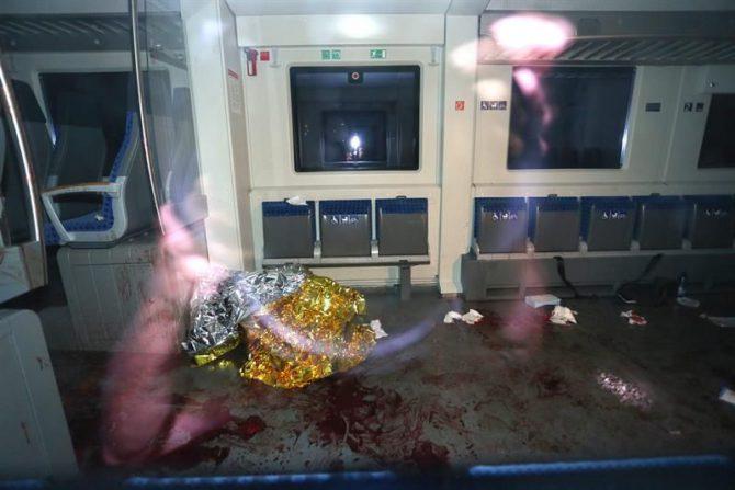 Interior del vagón de un tren regional donde un joven afgano de 17 años, con un hacha, atacó a varios pasajeros, en las cercanías de Wüzburgo (Alemania).