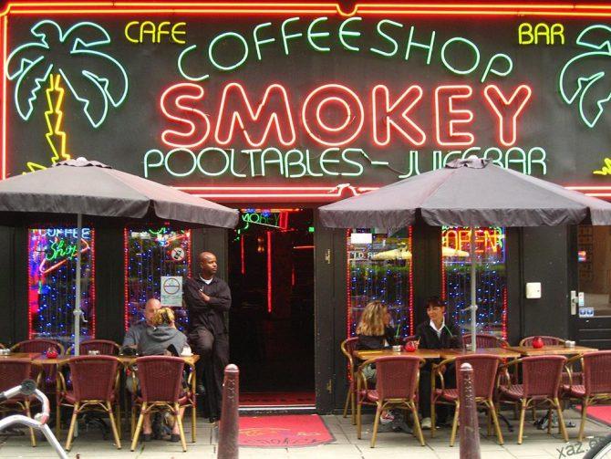 """Un """"coffee shop"""" en Holanda."""