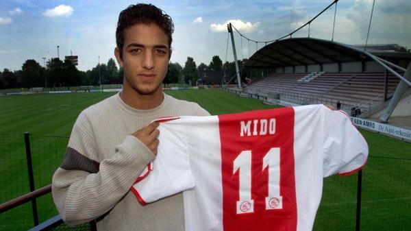 Mido jugó en Ajax hasta 2003, cuando fue transferido al Celta de Vigo