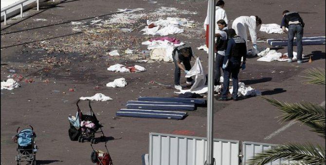 Varios niños, entre las víctimas mortales del atentado de Niza del que Podemos hace burla.