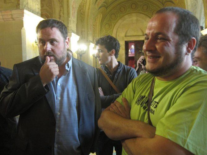 Oriol Junqueras (i), líder de ERC y David Fernández, de la CUP.