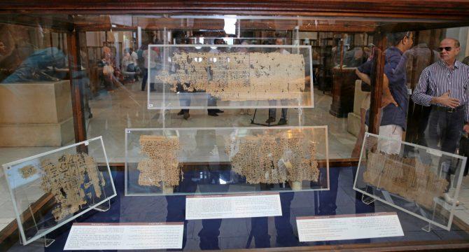 Exhibición del papiro en el museo del Cairo en Egipto.Mohamed Abd El Ghany