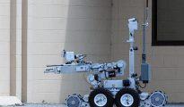 Expertos y fabricantes coinciden en que esta es la primera vez que se usa un robot para matar a una persona en Estados Unidos, lo que ha avivado el debate sobre la militarización de la Policía y el uso de tecnología de control remoto para labores de seguridad.