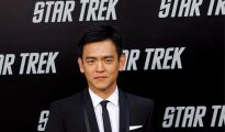 Varios medios especializados en la actualidad de Hollywood hicieron eco hoy de las declaraciones del actor John Cho al periódico australiano Herald Sun, en las que el intérprete desveló que su personaje, Hikaru Sulu, revelará que es homosexual.